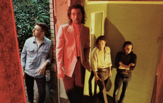 ARCTIC MONKEYS'İN CESUR YENİ ADIMI: TRANQUILITY BASE HOTEL & CASINO